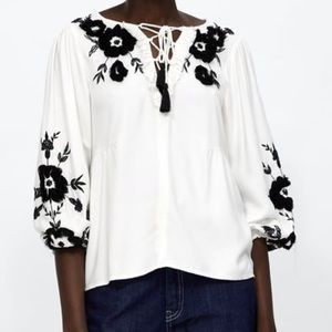 NWT's Zara Blouse contrasting Embroidery Medium M